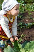 Agriculture-biologique-enfant-jardine-4188175-niderlander-fotolia1